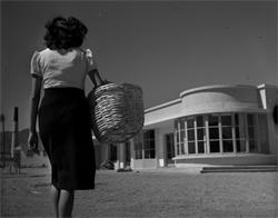 MUJER-CON-CANASTO-1950